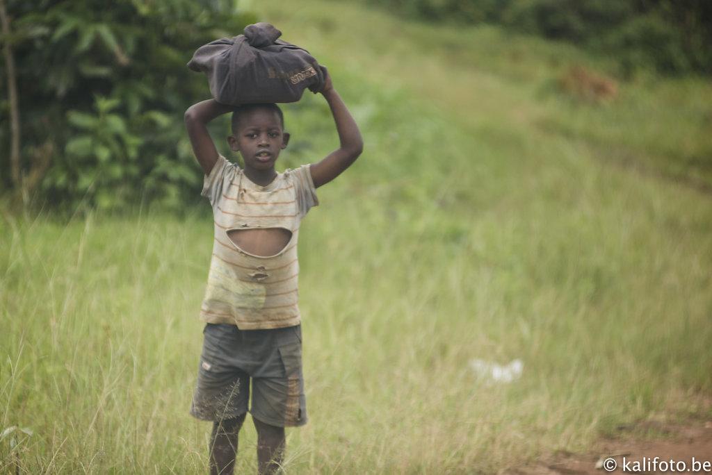 Enfants de l'intérieur du Rwanda